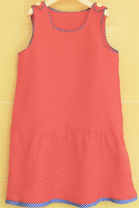 The ugly dress (The color isn't accurate in that photo: it's not orange, which I wouldn't mind, it's coral, which I do.