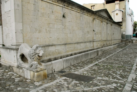 Angevin fountain in Piazza Umberto I, thirteenth century (the lions are Roman)