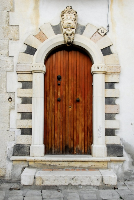 Portal near the Angevin fountain