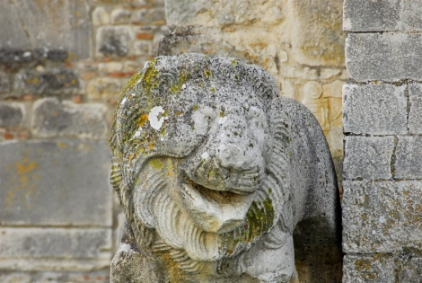 Lion, detail of the façade, Ssa. Trinità