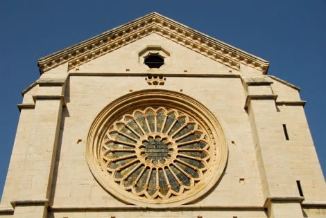 Rose window, façade