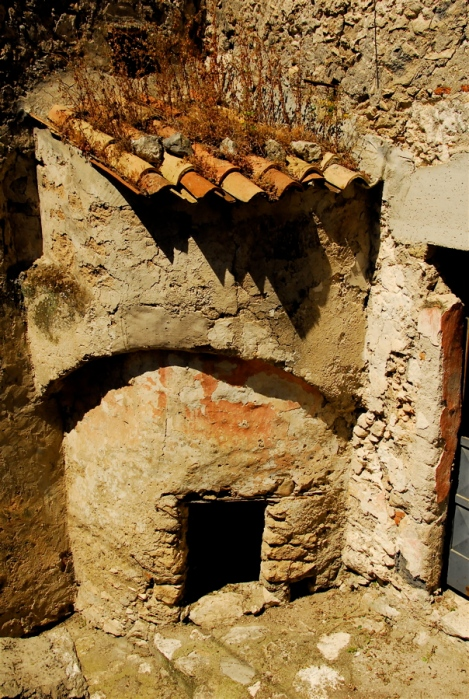 Former communal oven