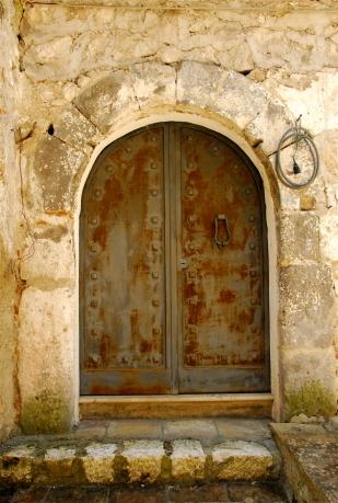 Portal with bell, Vairano Patenora