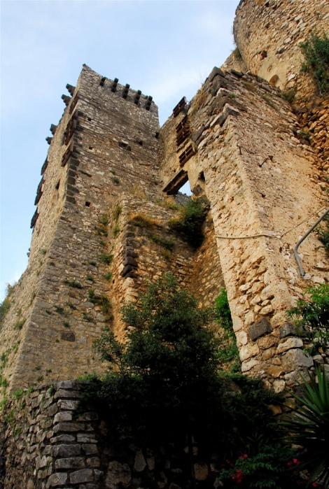 Castle wall and tower, Riardo