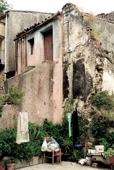 House and ruins of a church, Riardo