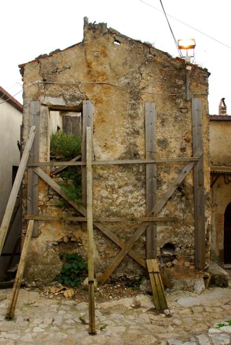 Abandoned house, Riardo